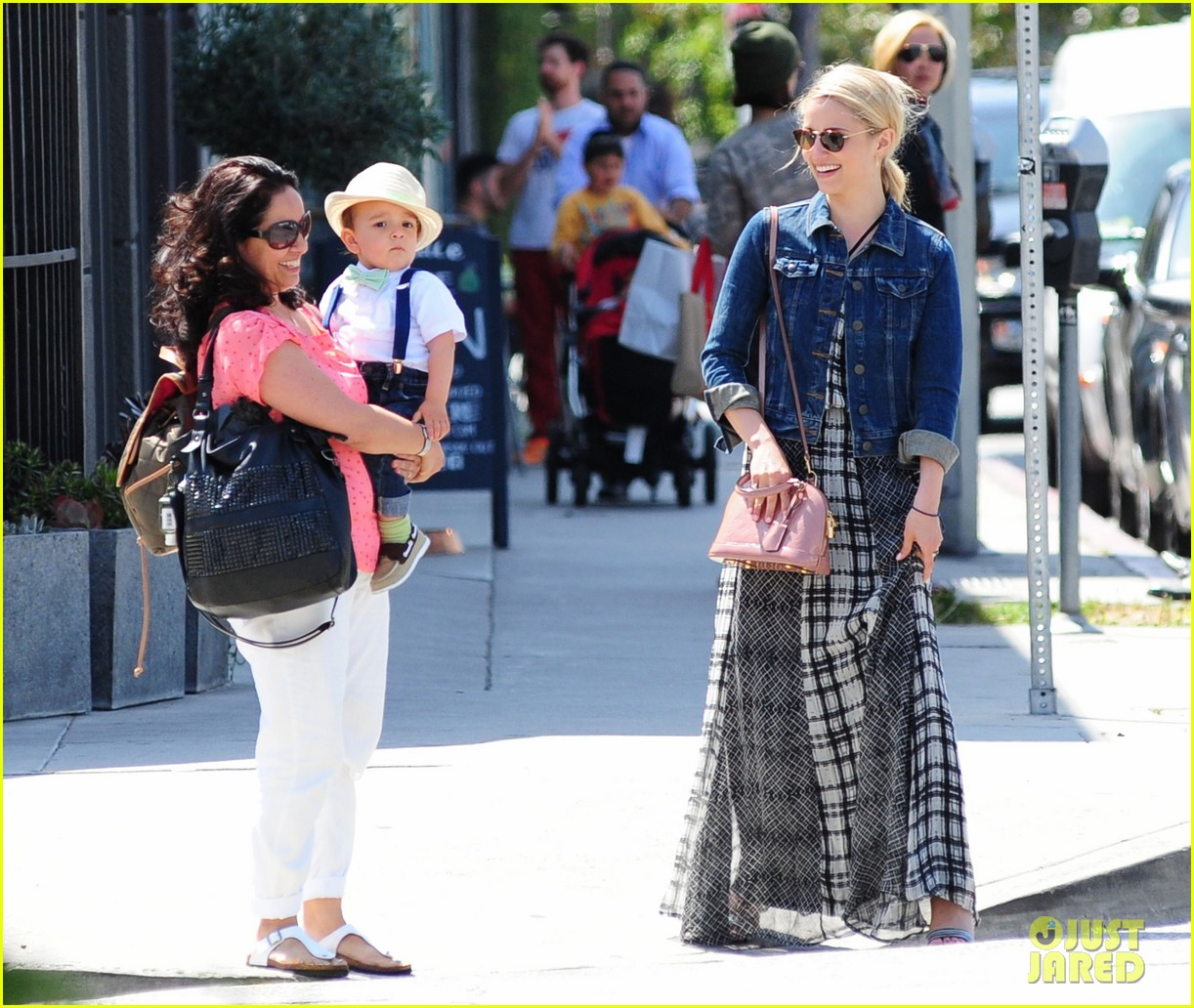 dianna agron gets cozy with thomas cocquerel at lunch 153097182