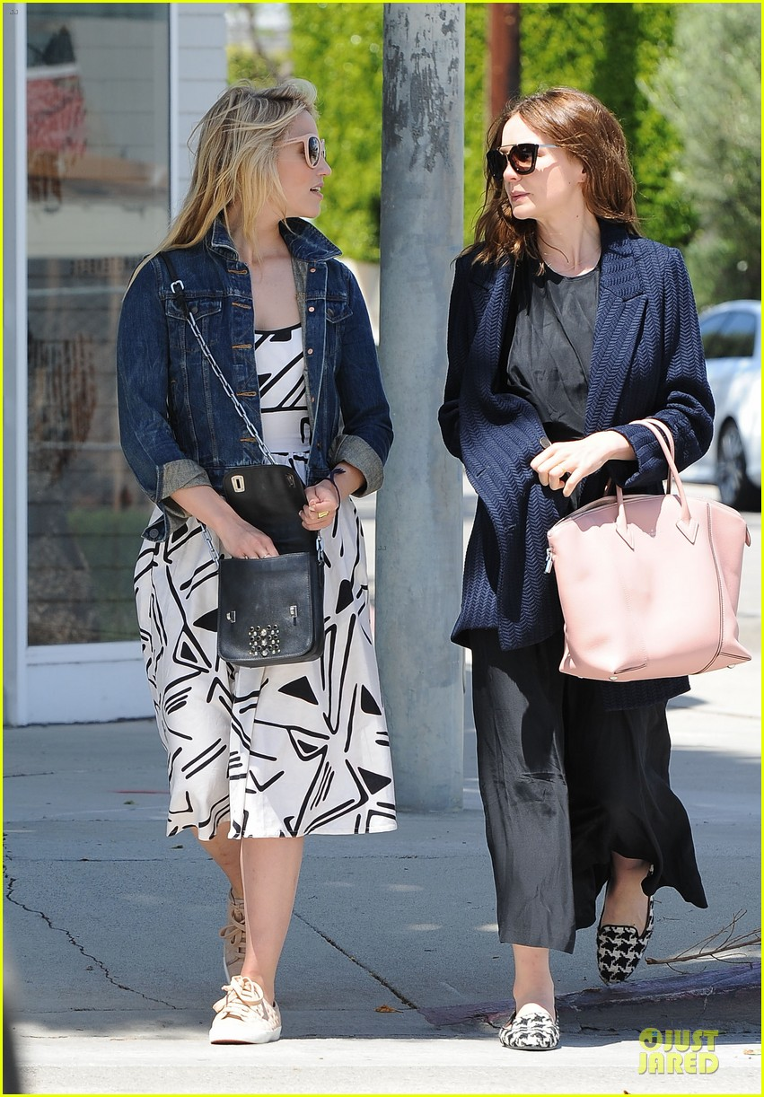dianna agron carey mulligan meet up for lunch 013099785