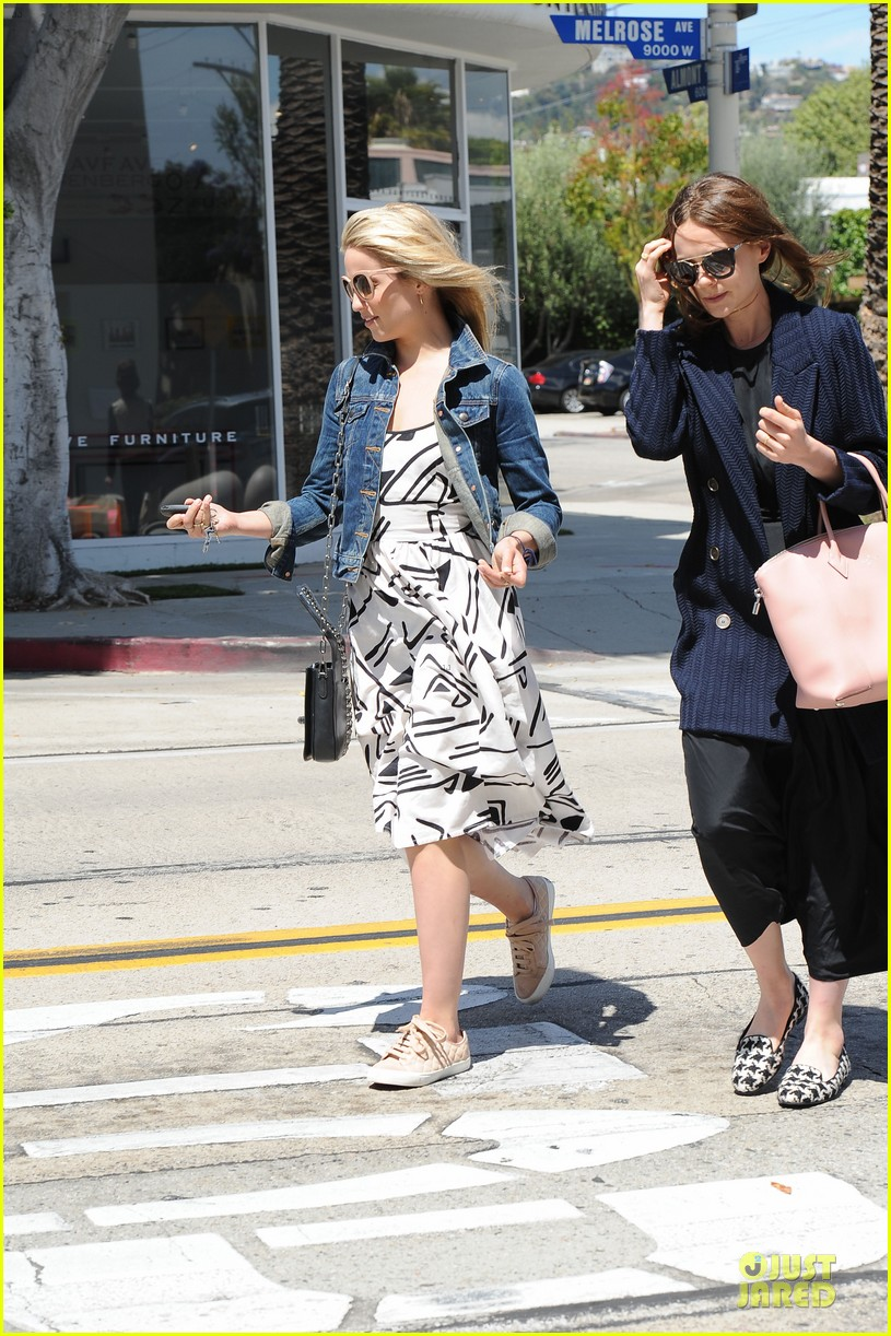 dianna agron carey mulligan meet up for lunch 033099787