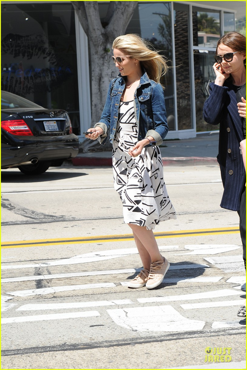 dianna agron carey mulligan meet up for lunch 113099795