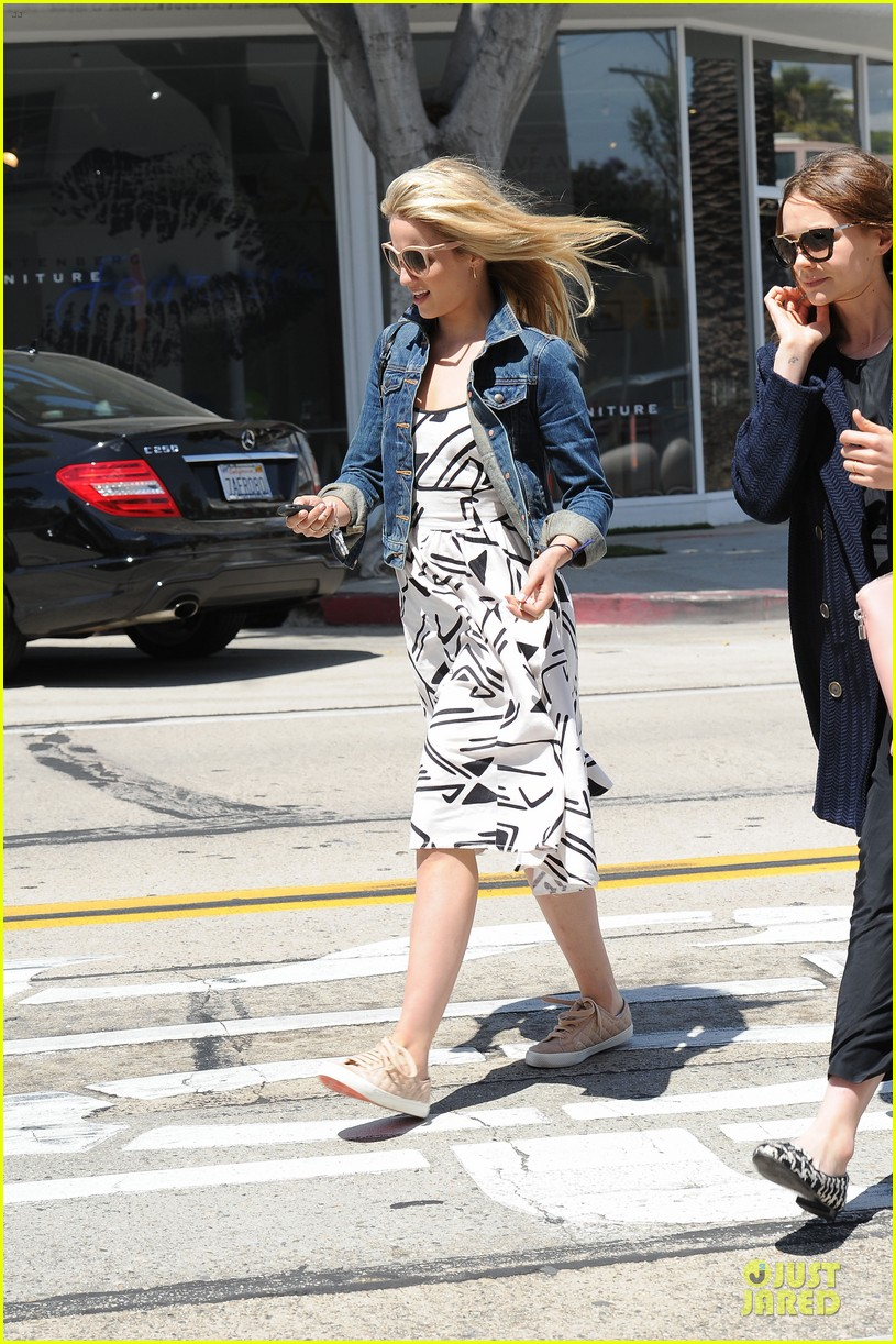dianna agron carey mulligan meet up for lunch 123099796