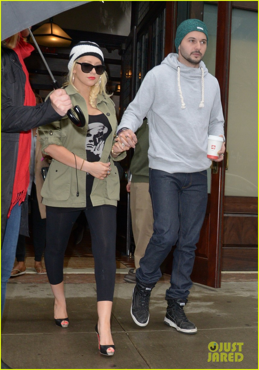 pregnant christina aguilera steps out with fiance matthew rutler 013092797