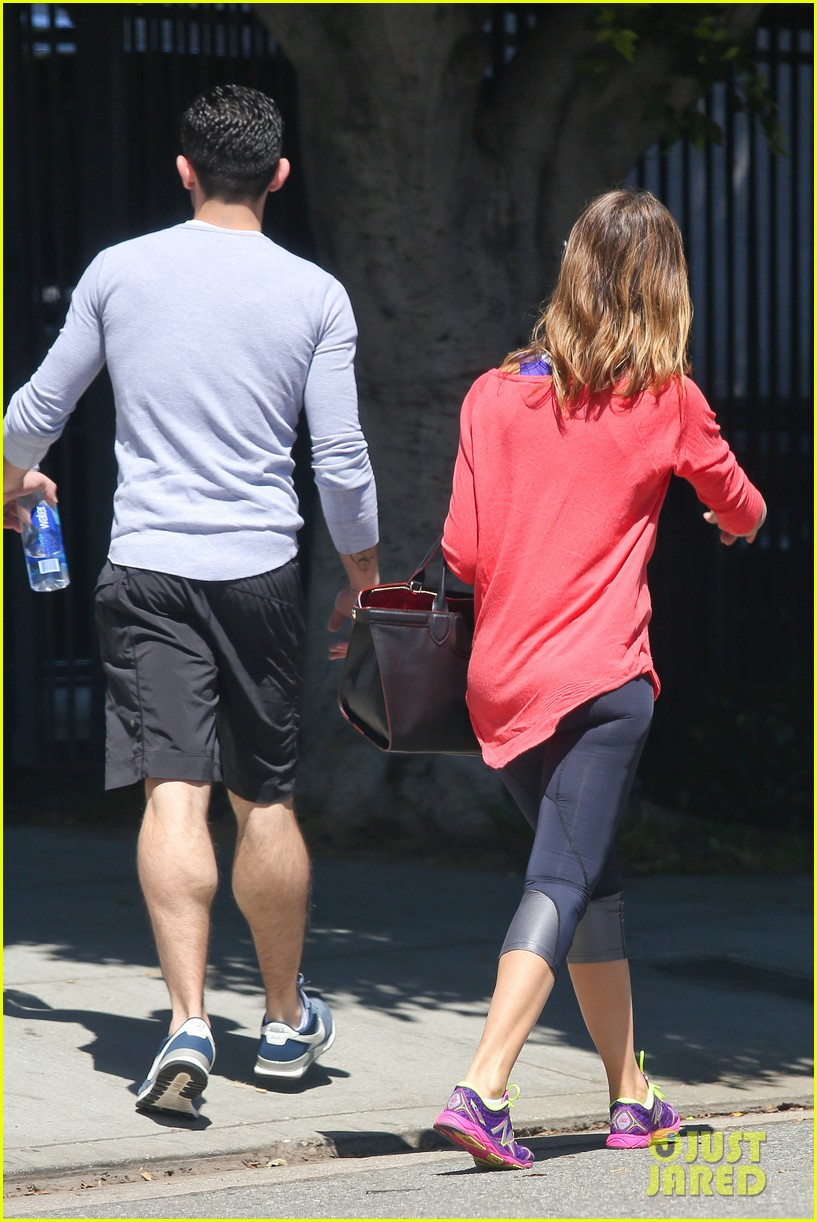 jessica alba celebrates 33rd birthday with husband cash warren 113101431
