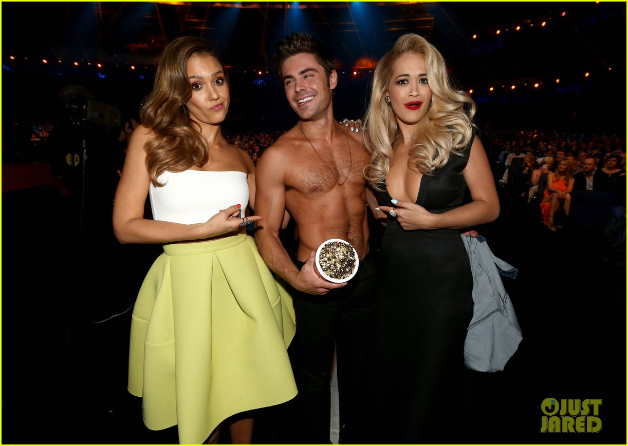 jessica alba mispronounces zac efron name mtv movie awards 2014 013091361