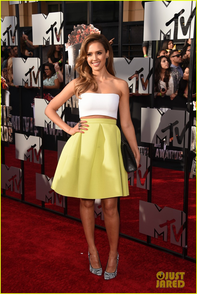 jessica alba shows some skin at mtv movie awards 2014 053091177