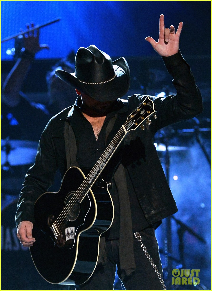 jason aldean performs acm awards 2014 male vocalist of the year 01