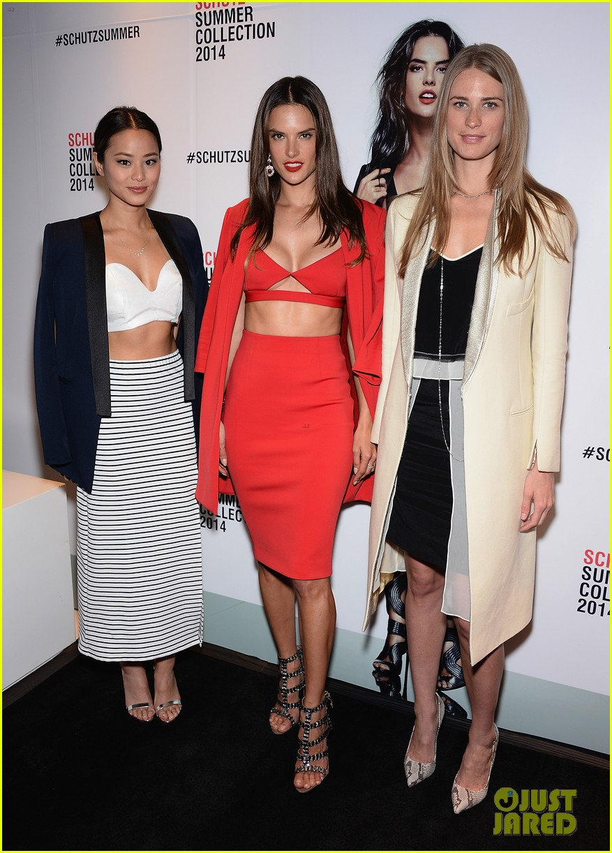 alessandra ambrosio jamie chung schutz summer collection 2014 013083755