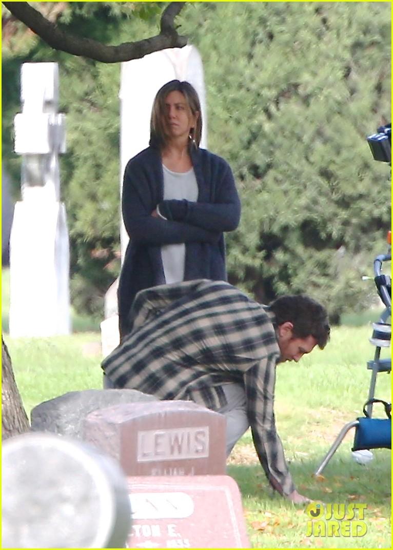 jennifer aniston begins filming cake in a grave yard 043083988