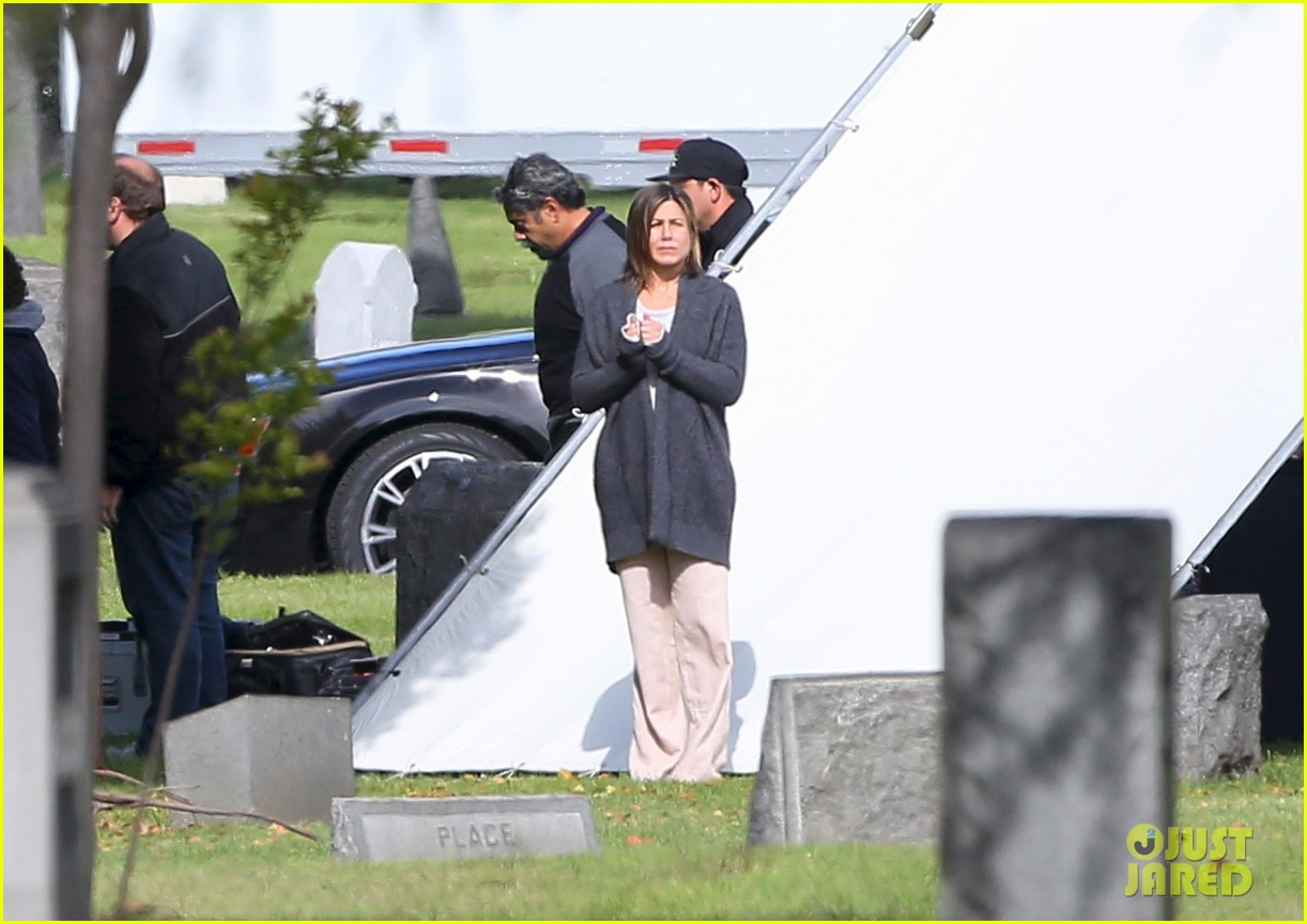 jennifer aniston begins filming cake in a grave yard 053083989