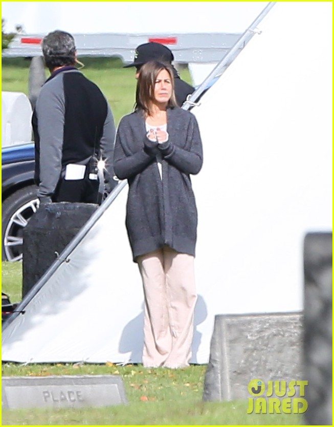 jennifer aniston begins filming cake in a grave yard 073083991