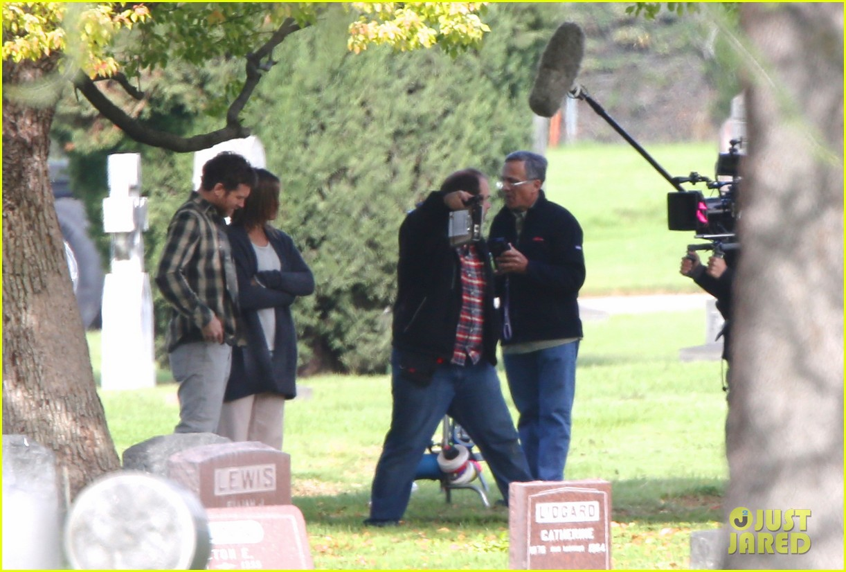 jennifer aniston begins filming cake in a grave yard 10