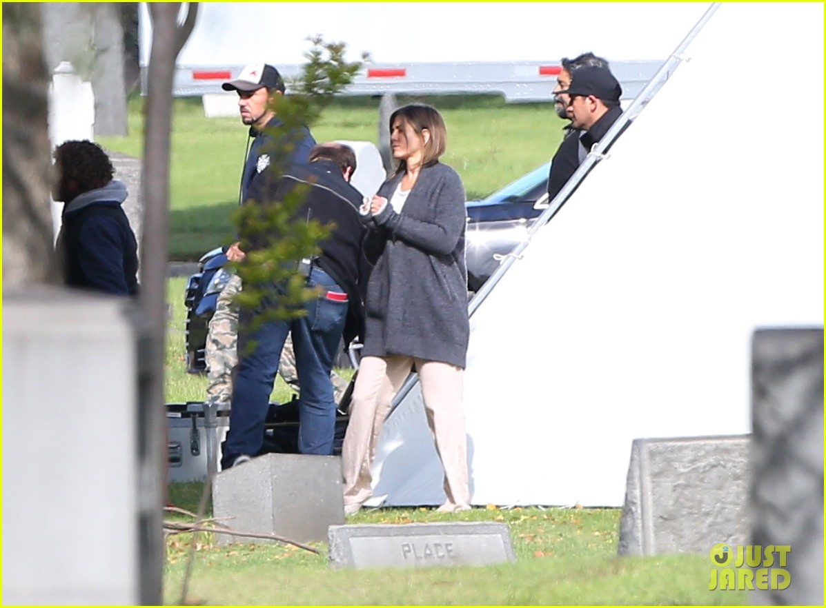 jennifer aniston begins filming cake in a grave yard 113083995