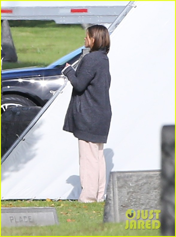 jennifer aniston begins filming cake in a grave yard 123083996