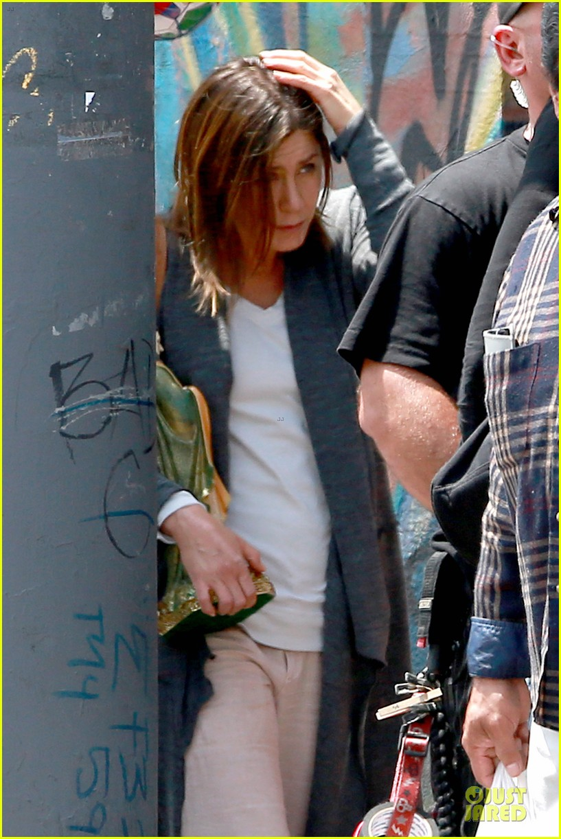 jennifer aniston hides face under a hat 183096926