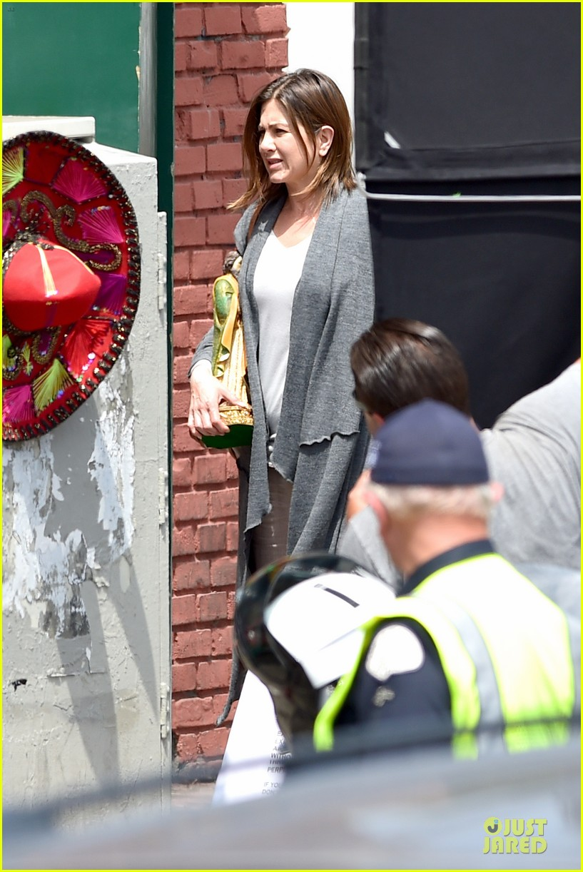 jennifer aniston hides face under a hat 193096927