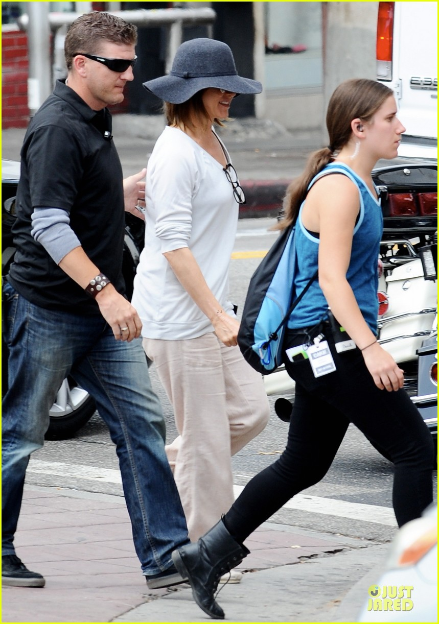 jennifer aniston hides face under a hat 223096930