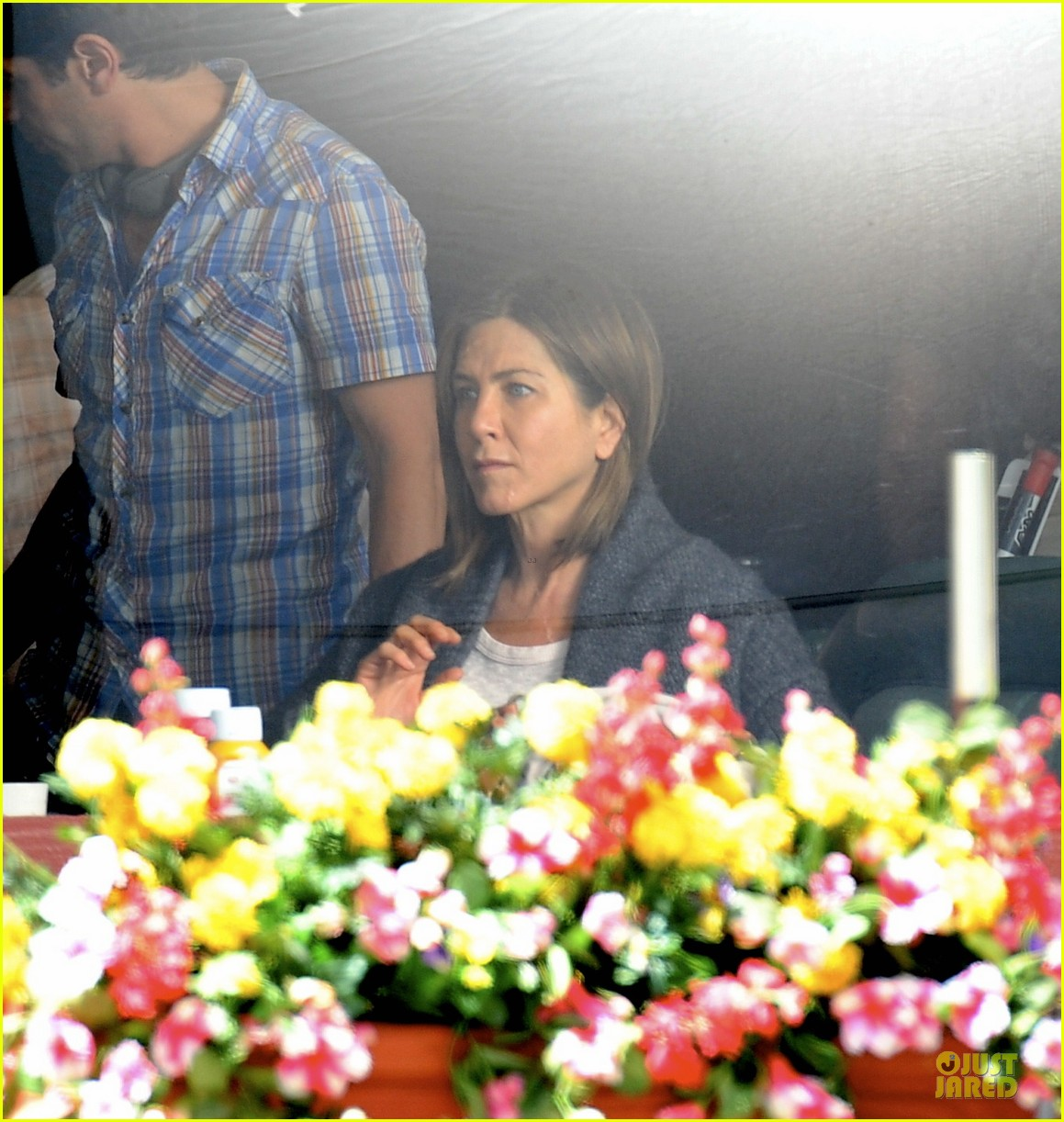 jennifer aniston anna kendrick grab anything but cake 143087042