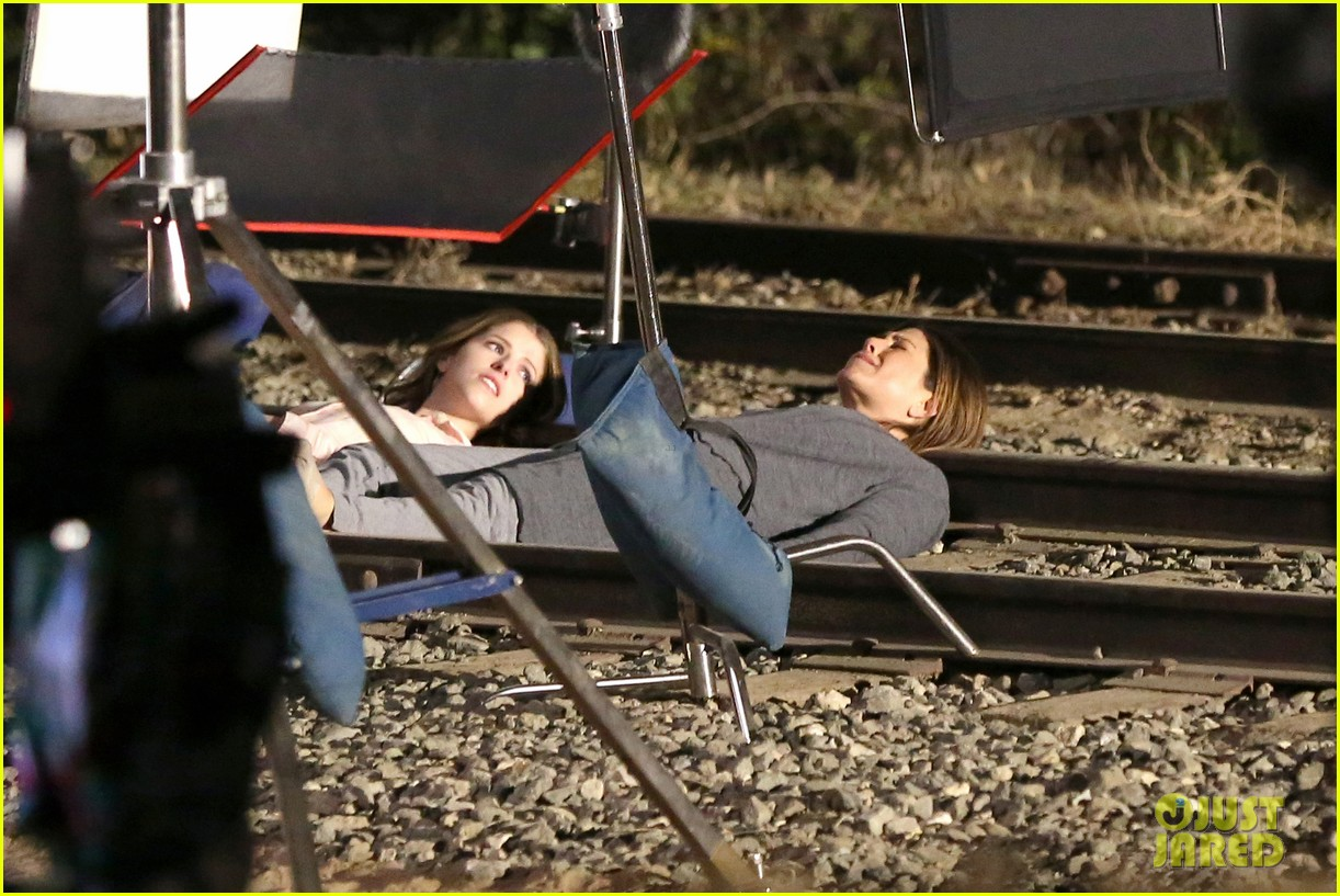 jennifer aniston anna kendrick get emotional lying on train tracks for cake 033098231