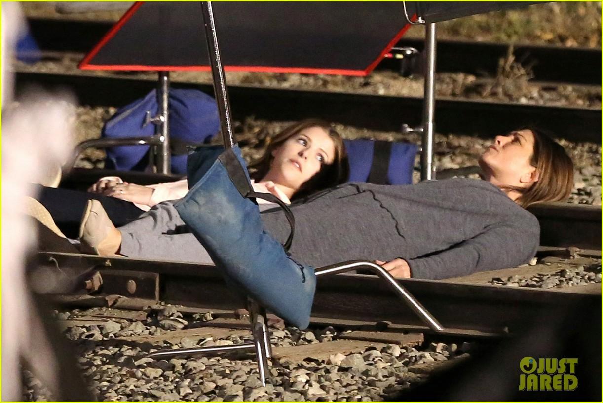 jennifer aniston anna kendrick get emotional lying on train tracks for cake 063098234