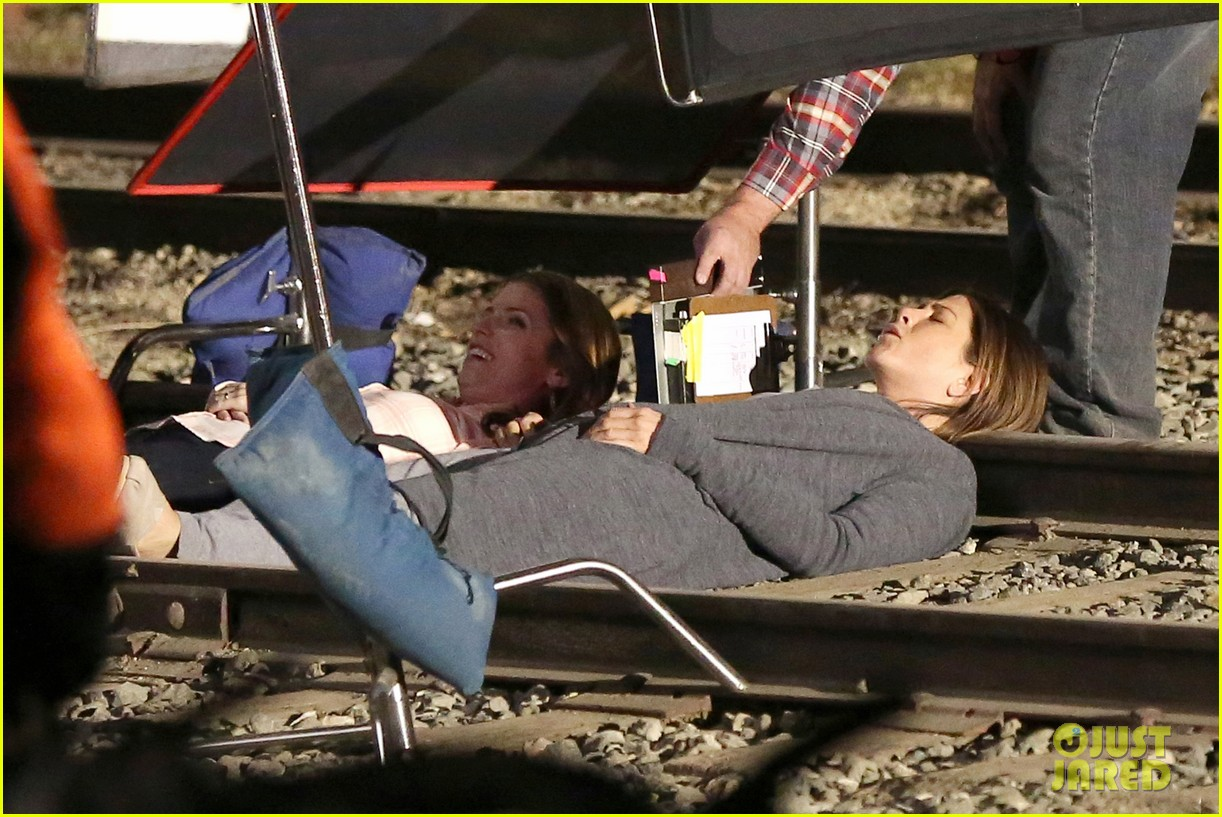 jennifer aniston anna kendrick get emotional lying on train tracks for cake 133098241