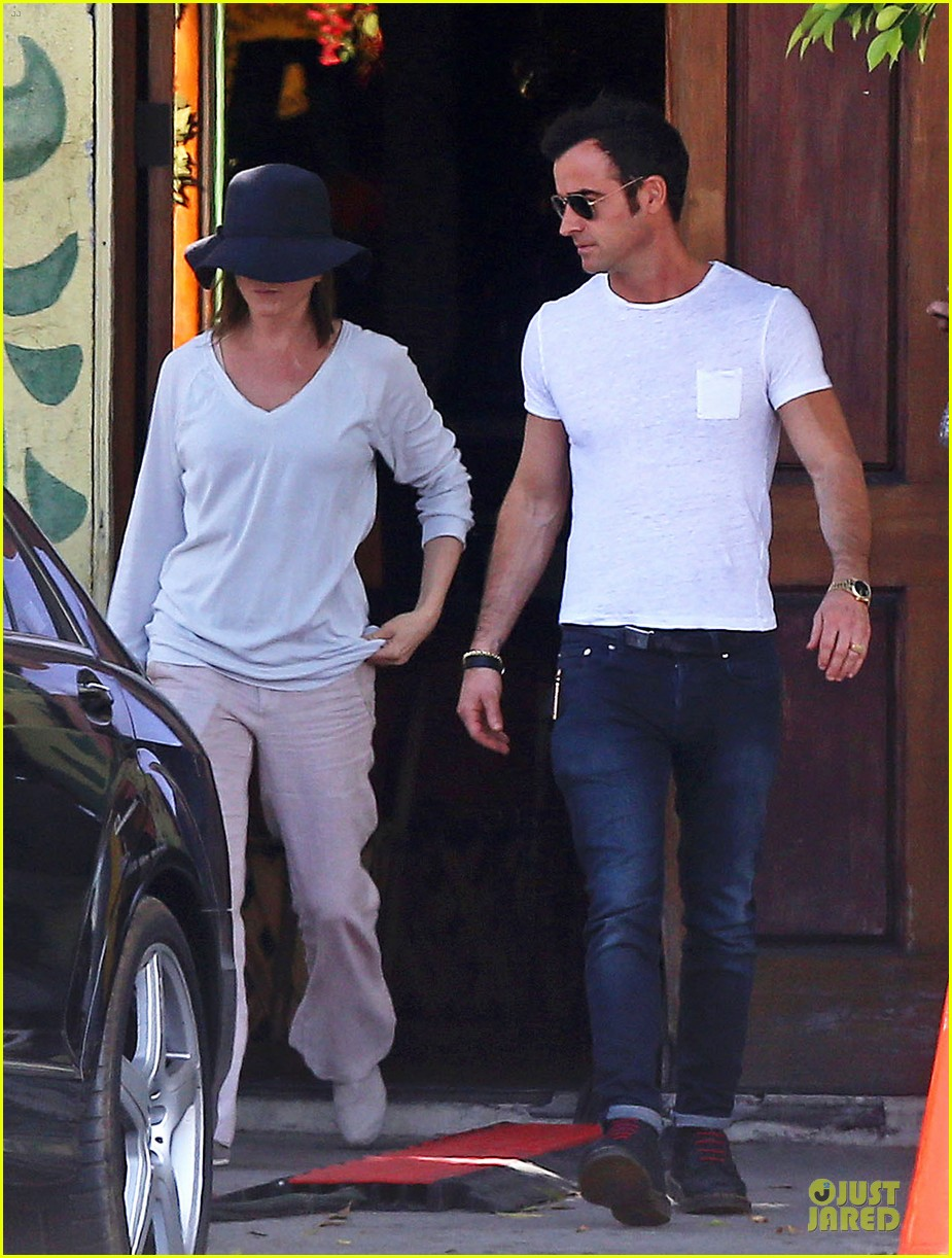 jennifer aniston trades cake for justin theroux 013097008