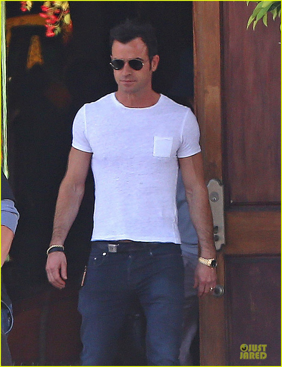 jennifer aniston trades cake for justin theroux 043097011