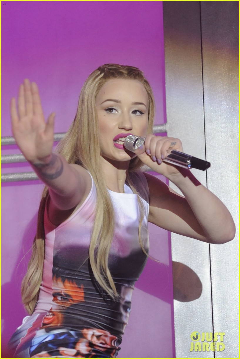 iggy azalea opens up about her sexuality 203100096