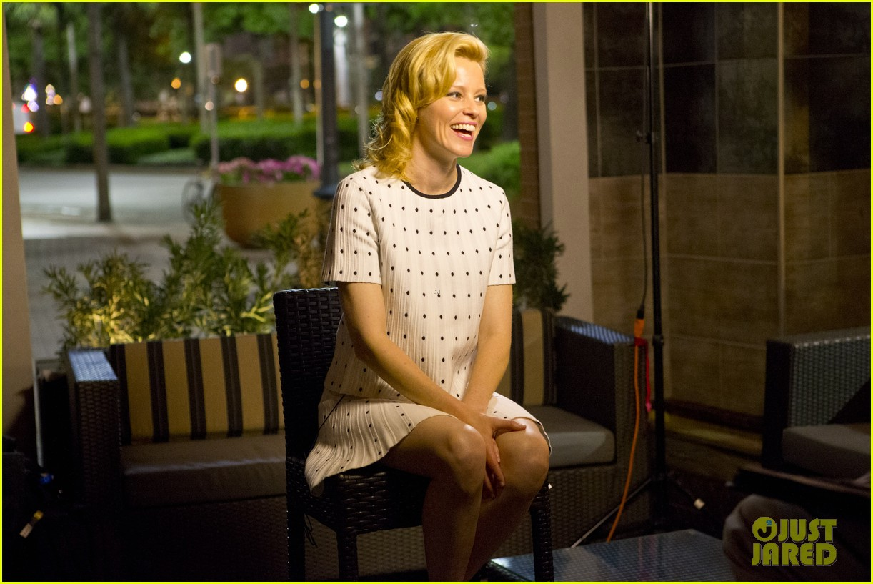 elizabeth banks attends screening for walk of shame watch the trailer now 053098077