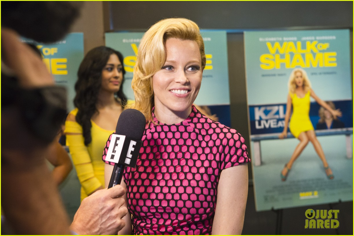 elizabeth banks attends screening for walk of shame watch the trailer now 063098078