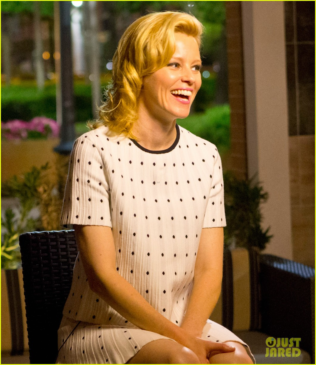 elizabeth banks attends screening for walk of shame watch the trailer now 093098081