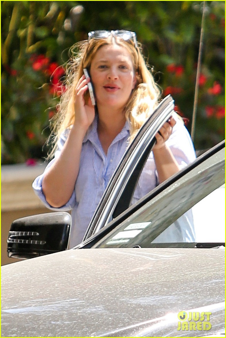 pregnant drew barrymore pop any day now 063090952