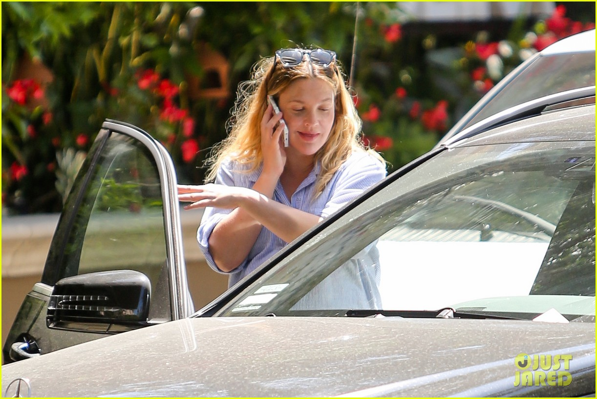 pregnant drew barrymore pop any day now 113090957