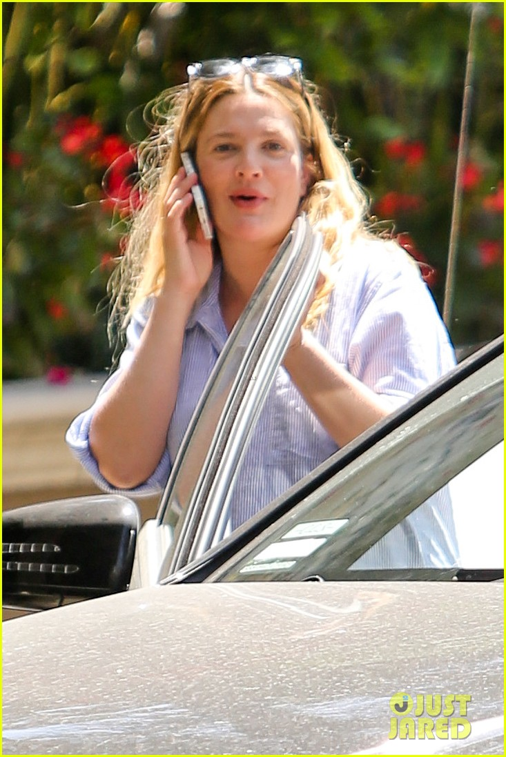 pregnant drew barrymore pop any day now 123090958