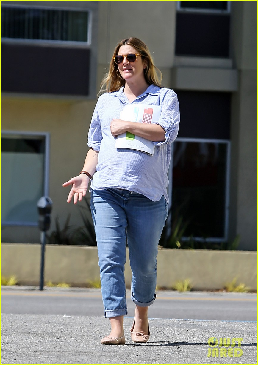 gwyneth paltrow reese witherspoon more celebrate drew barrymores baby shower 023093278