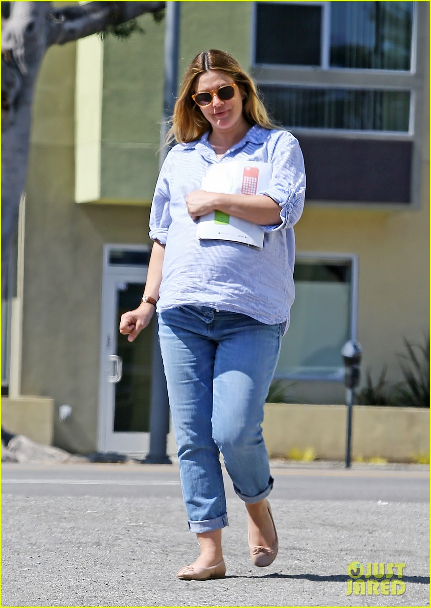 gwyneth paltrow reese witherspoon more celebrate drew barrymores baby shower 033093279