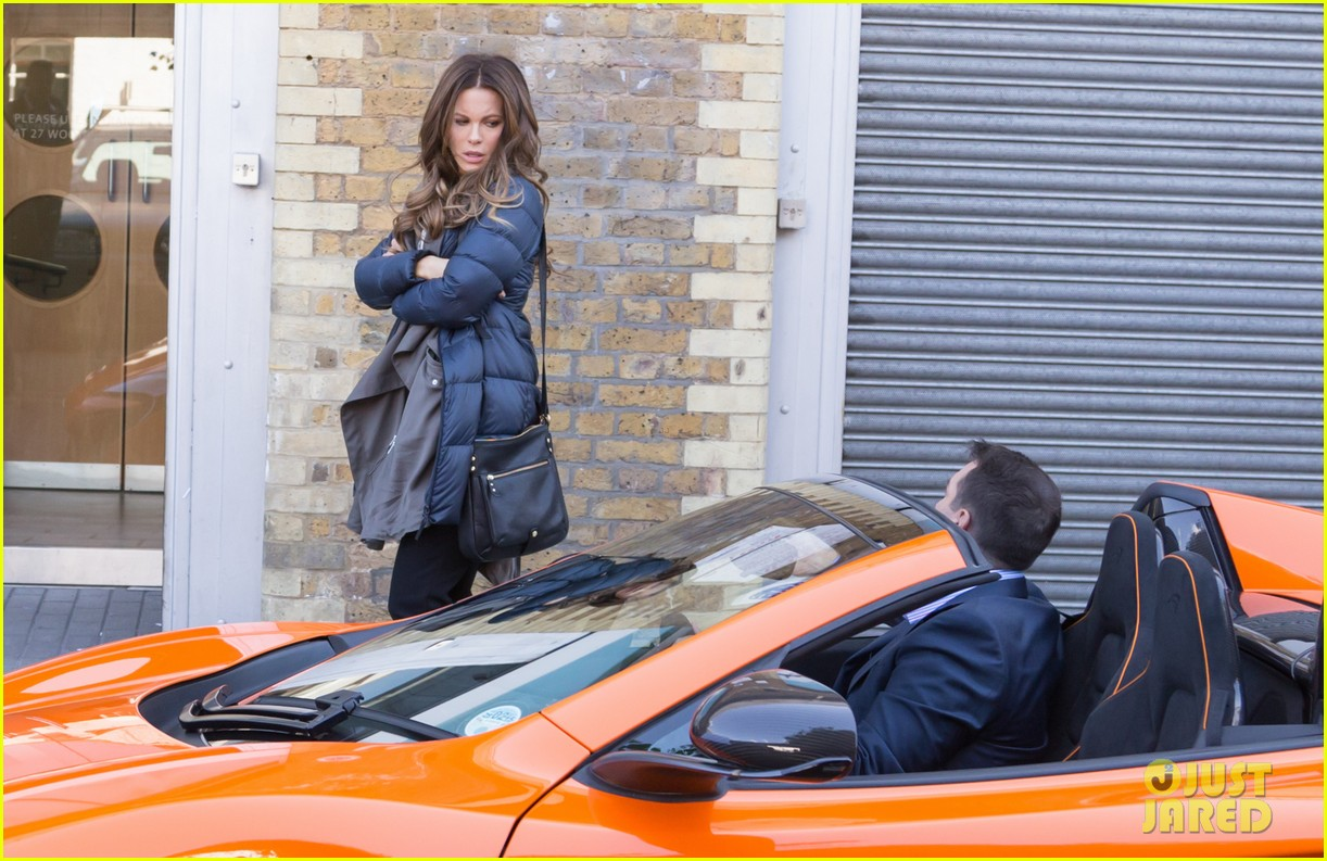 kate beckinsale films absolutely anything with a really nice car 013093287