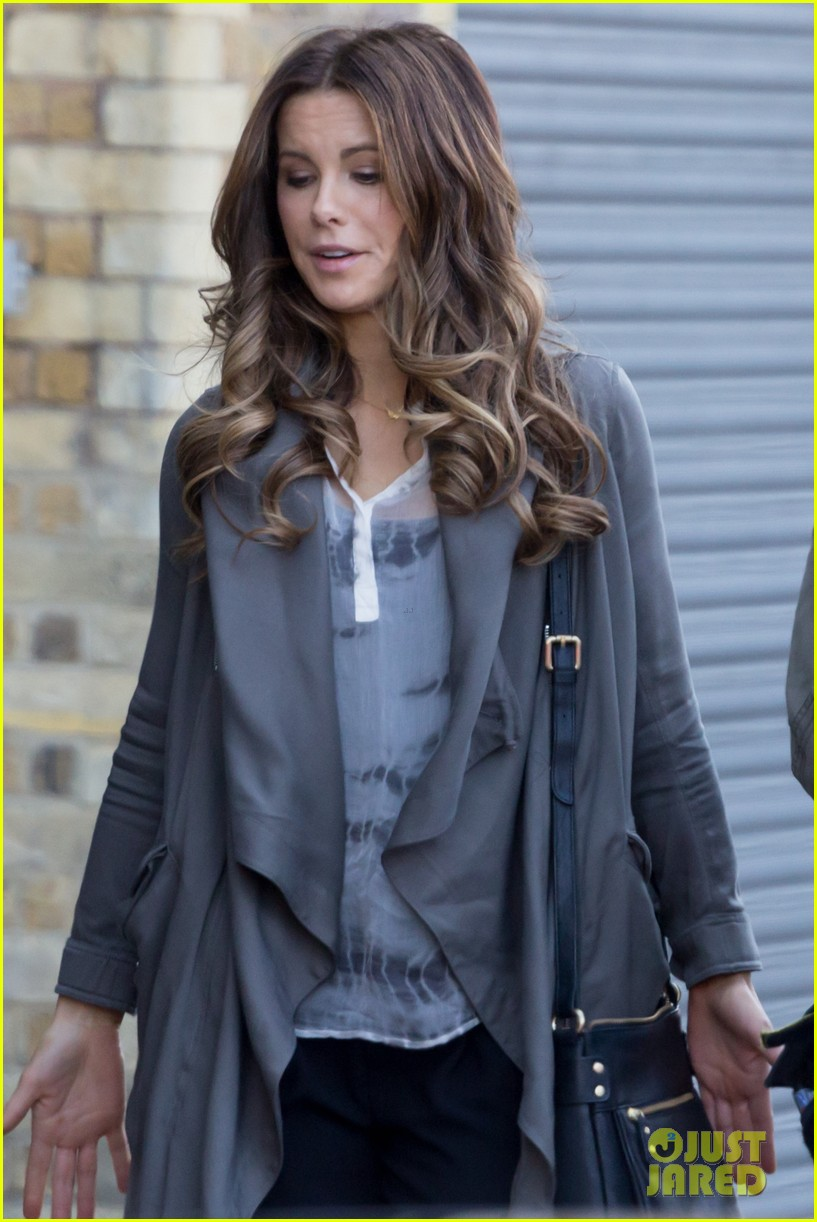 kate beckinsale films absolutely anything with a really nice car 053093291