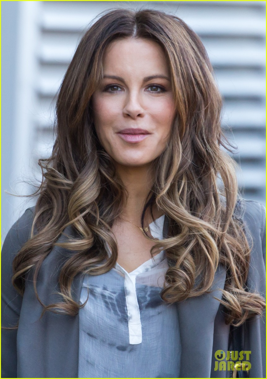 kate beckinsale films absolutely anything with a really nice car 06