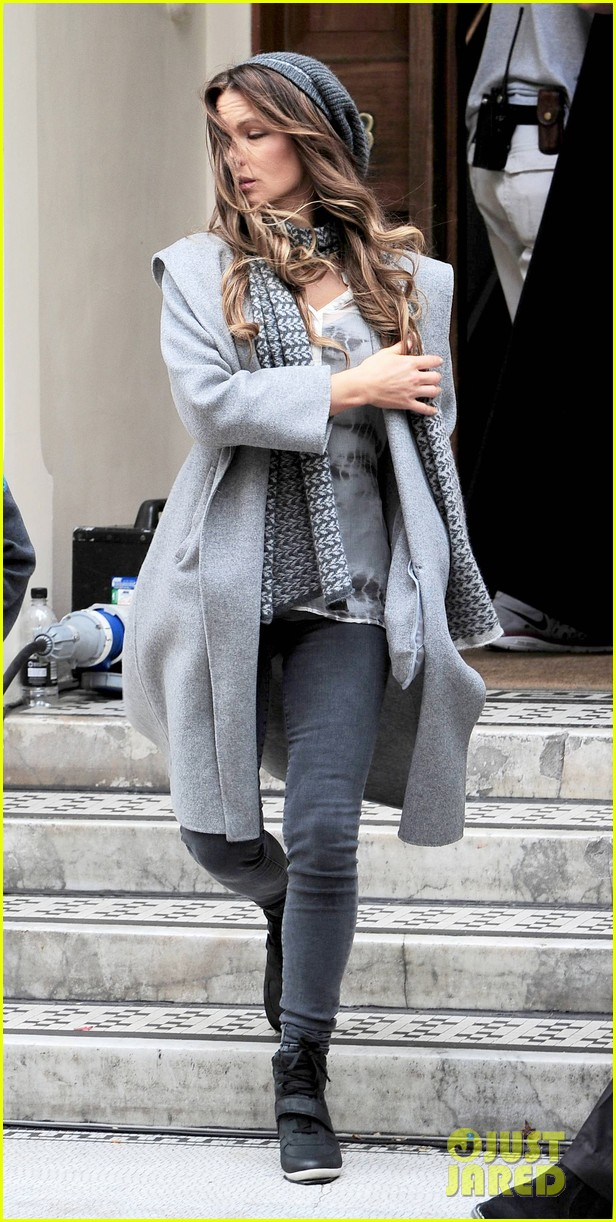 kate beckinsale gets the giggles on absolutely anything set 04a3097612