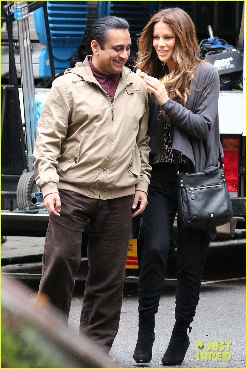 kate beckinsale gets the giggles on absolutely anything set 063097614