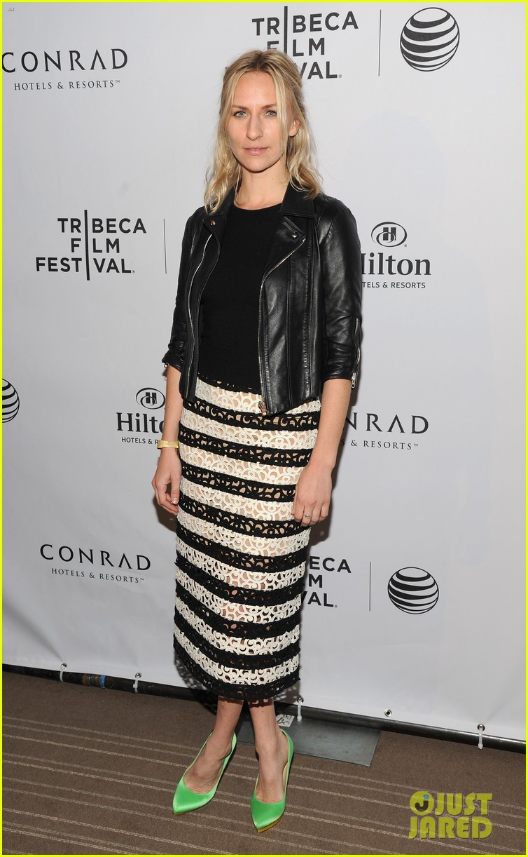 pregnant lake bell joins heather graham america ferrera at tribeca film festival awards 2014 25