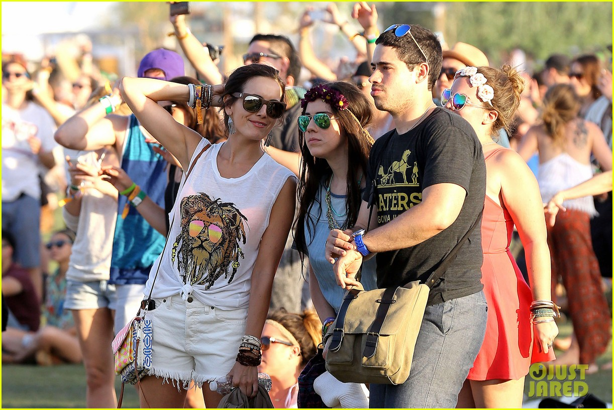 camilla belle rocks out at coachella 073091612