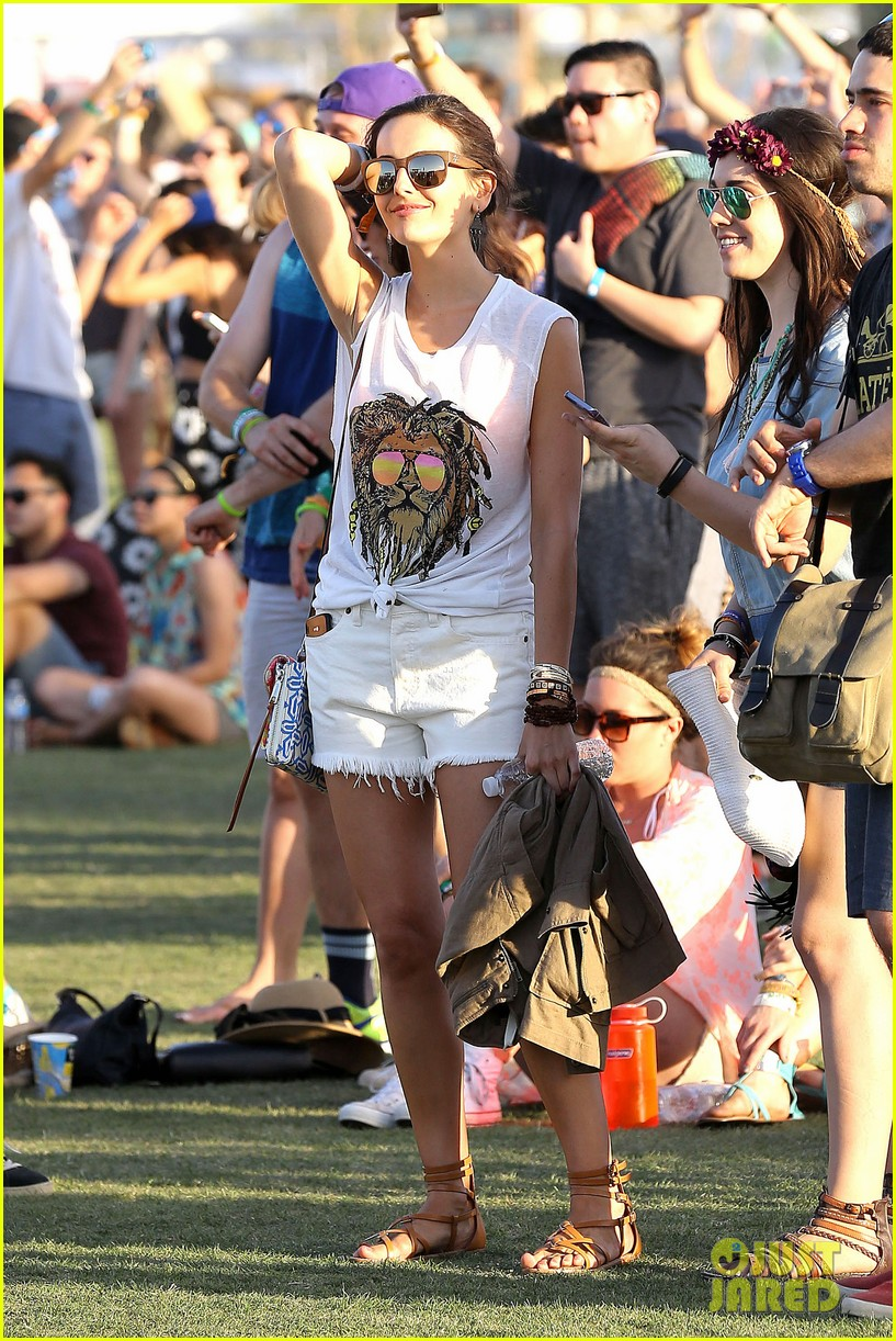 camilla belle rocks out at coachella 093091614