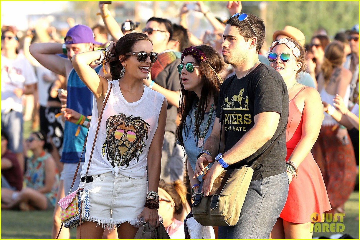 camilla belle rocks out at coachella 103091615