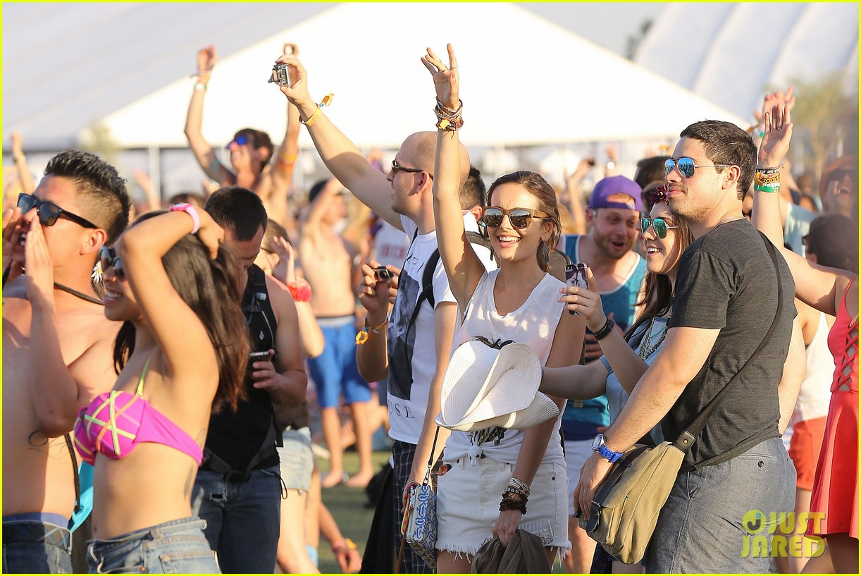 camilla belle rocks out at coachella 123091617