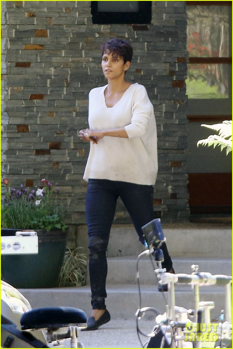 halle berry extant gains greys anatomy star 013088007