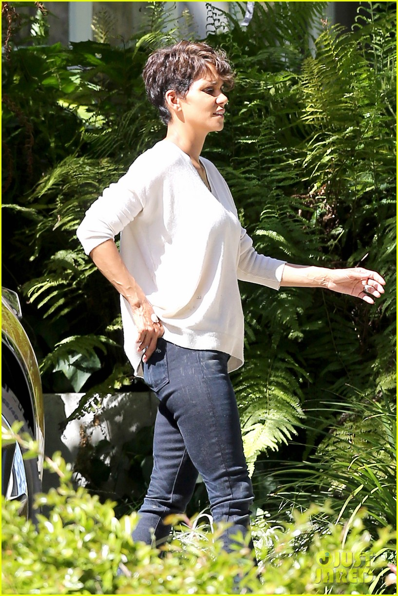 halle berry extant gains greys anatomy star 073088013