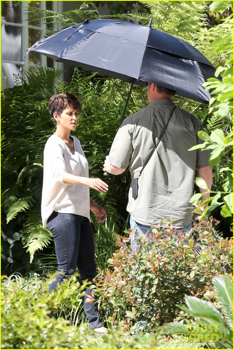 halle berry extant gains greys anatomy star 093088015