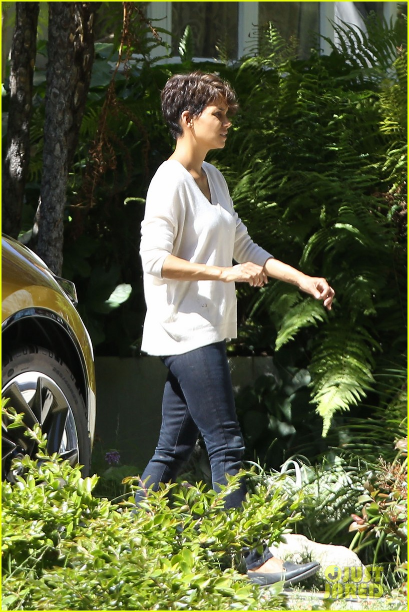 halle berry extant gains greys anatomy star 133088019