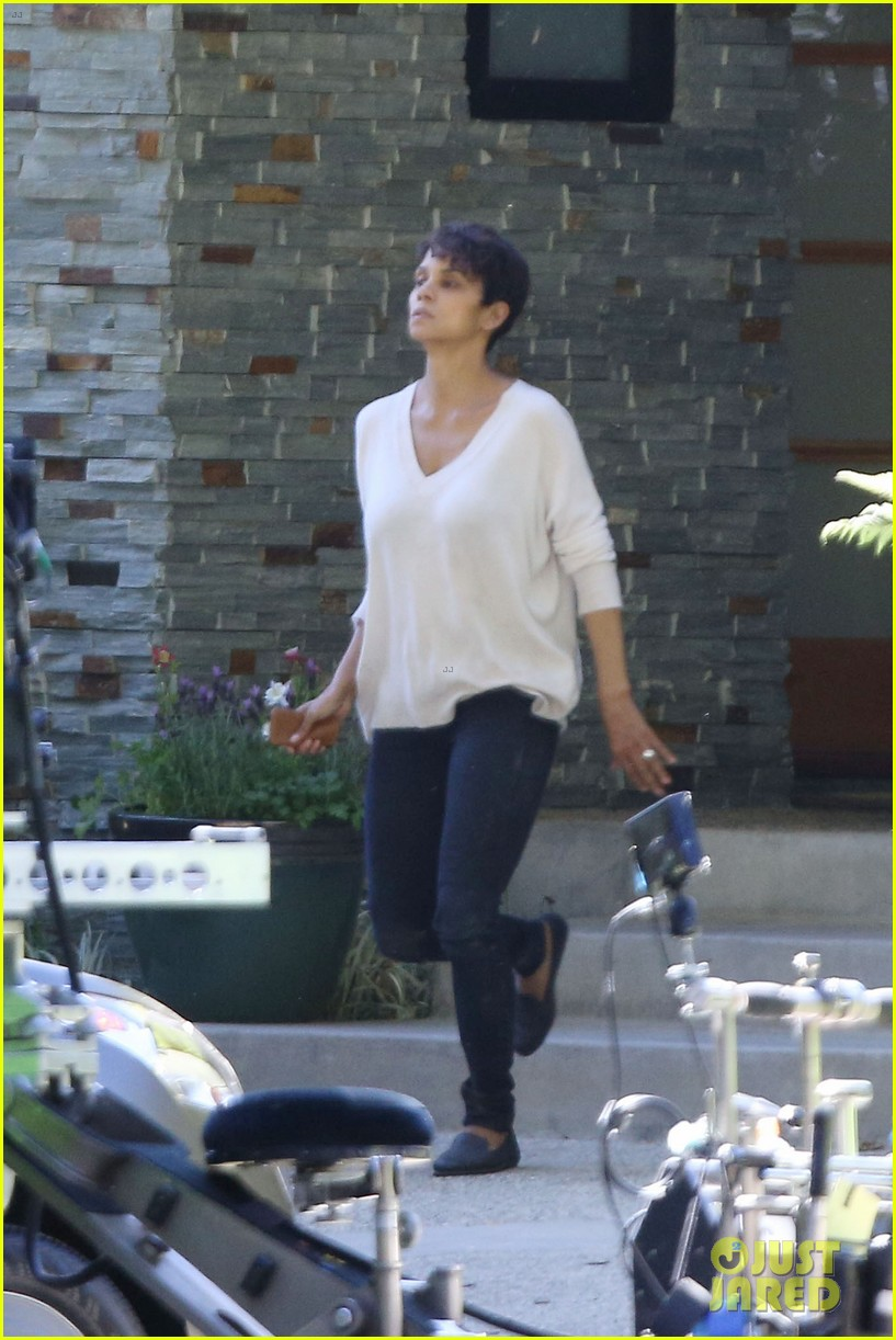halle berry extant gains greys anatomy star 173088023